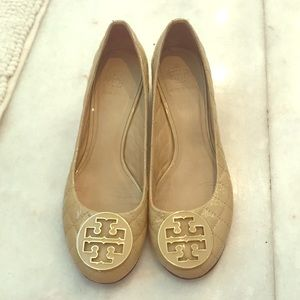 Tory Burch patent leather beige small heels